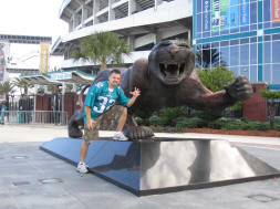 Jacksonville Jaguars Statue - Quest for 31